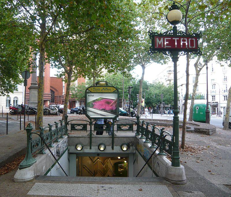 Édicule Guimard de la station église d Auteuil.